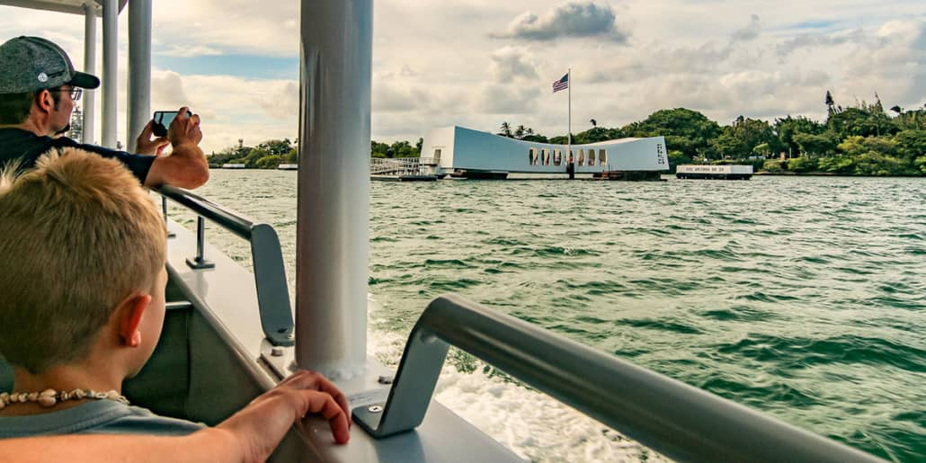 arizona memorial people boat