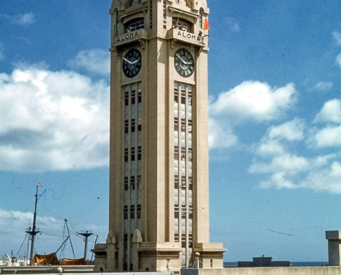 Aloha_Tower,_Honolulu,_1959 by JGKlien wikimedia_1