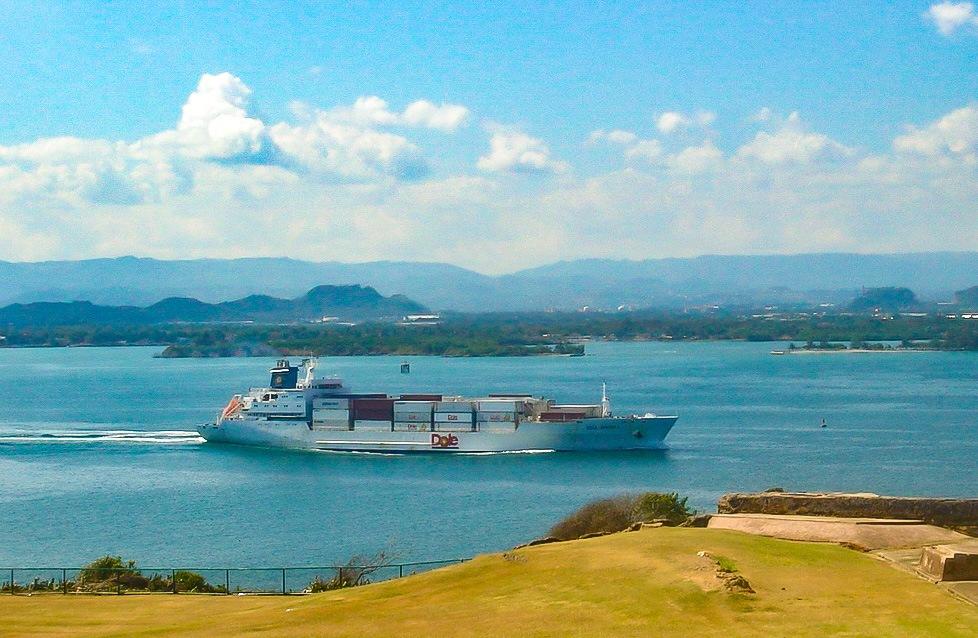 Dole_freighter_in_San_Juan,_Puerto_Rico 2007