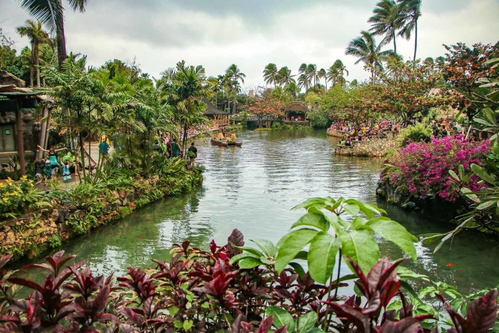 Polynesian Cultural Center Parade of Canoes Lagoon)