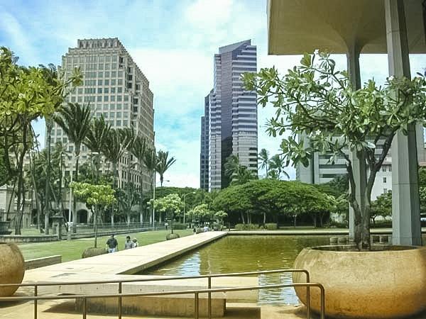 Reflecting Pool State Capitol Building Honolulu by Marshman  wikimedia