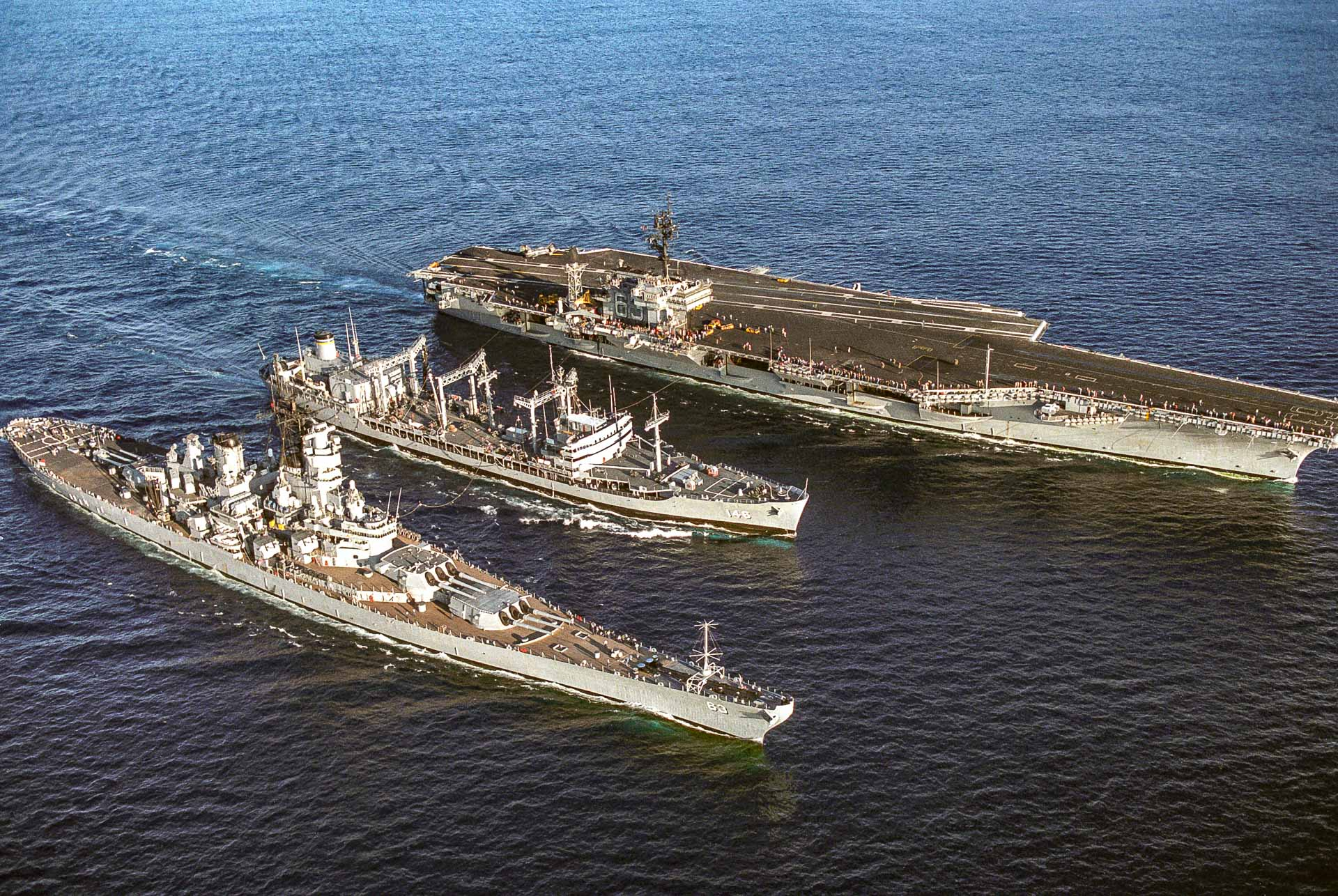USS Missouri and USS Kitty Hawk Aircraft Carrier refueling  by Thomas M Hensley US Navy wikimedia