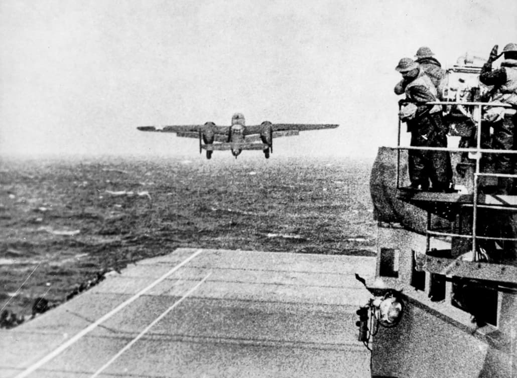 Army_B-25_Bomber Taking Off from the USS Hornet April 1942 (Doolittle_Raid)