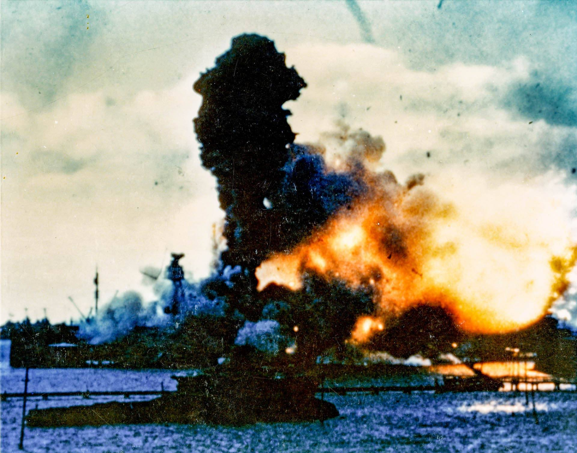 USSArizonaExplodesDecthU.S.Navyphoto