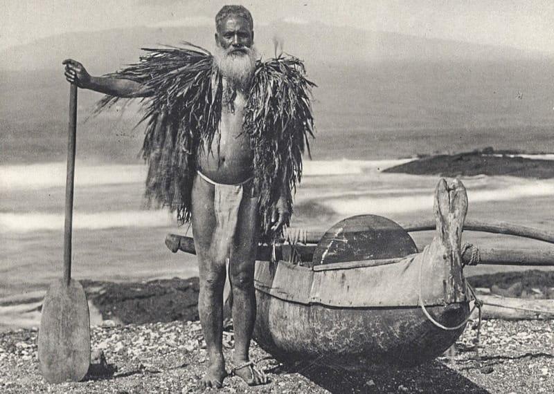 Hawaiian fisherman in a malo and ahu lai ca