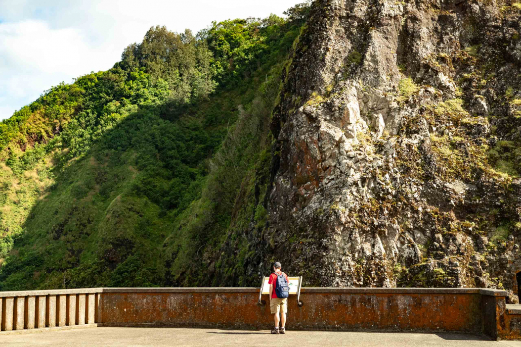Oahu Visitor reads an info sign at Nuuanu Pali Lookout