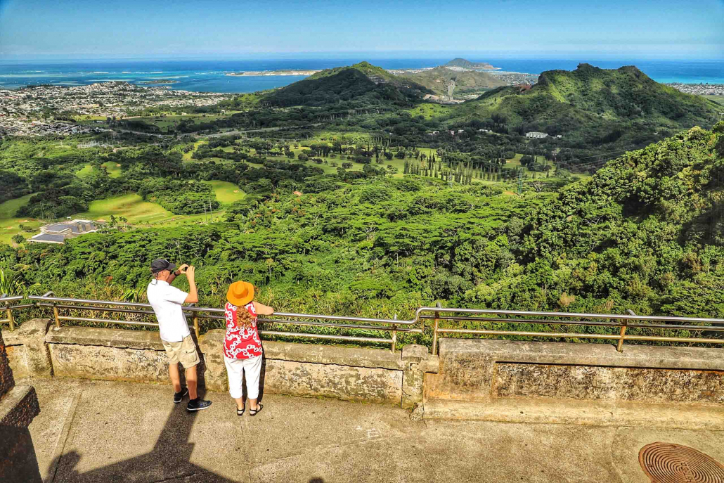Nuuanu Pali Lookout Visitors and View of Kaneohe Oahu
